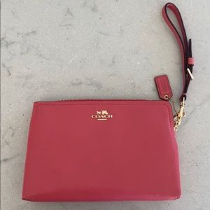 New W/O Tags - Coach Large wristlet with top zip